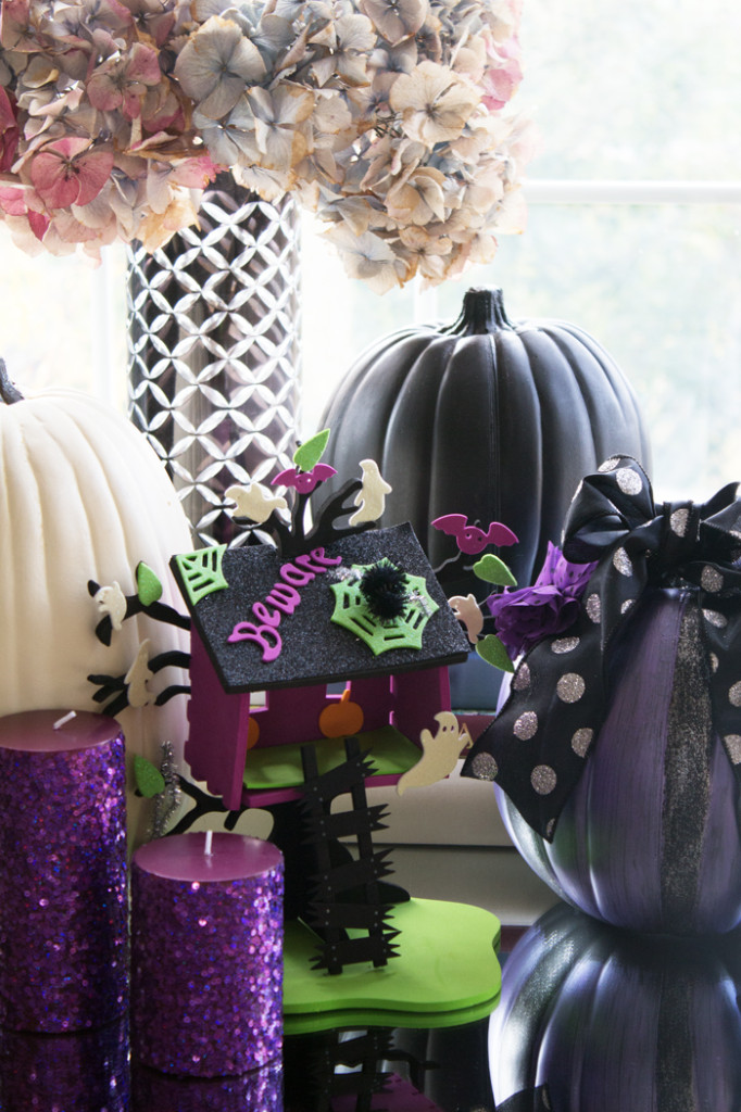 Halloween Decorating from www.trixandtrumpet.com