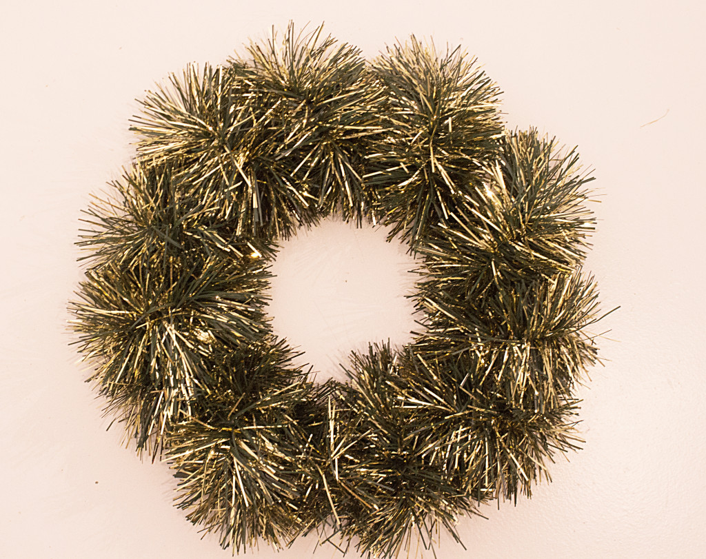 Tinsel Wreath DIY from www.trixandtrumpet.com